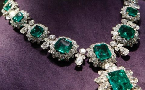 Five Amazing Luxury Jewelry Pieces That Will Leave You Breathless pad gèneve 2019 Introducing The Fine Jewelry Exhibitors at PAD Gèneve 2019 Five Amazing Luxury Jewelry Pieces That Will Leave You Breathless 3 480x300