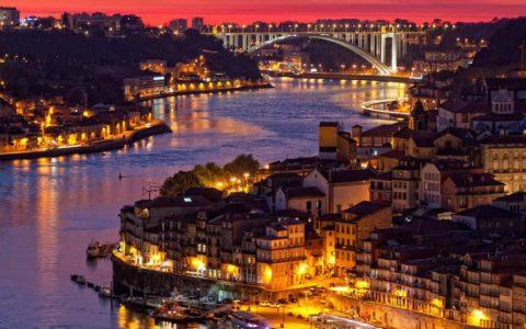 amazing oporto Welcome to the Amazing Oporto! Explore The Home of PullCast! tour nocturno oporto A 480x300
