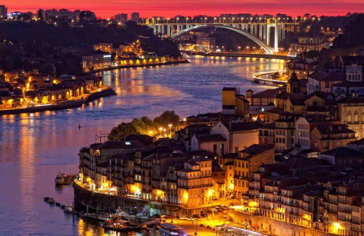 amazing oporto Welcome to the Amazing Oporto! Explore The Home of PullCast! tour nocturno oporto A 740x480