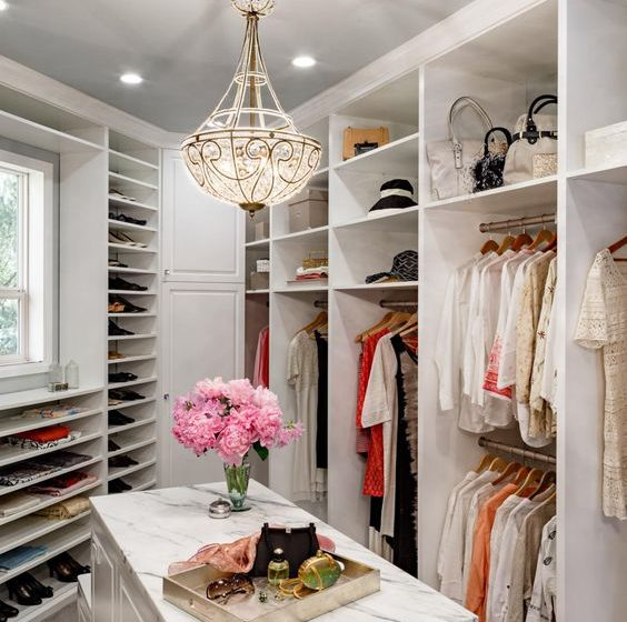Tips To Creating A Seamless Walk-in Closet Design walk-in closet design Tips To Creating A Seamless Walk-in Closet Design f5bf96a2fcc94b91b6f61a375f0e384a 564x560