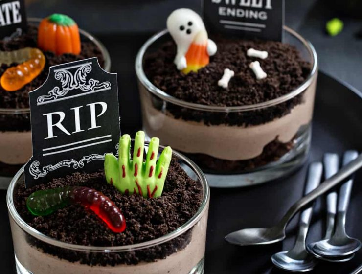 Pull Off A Sophisticated Look With These Halloween Decoration Ideas halloween decoration ideas Pull Off A Sophisticated Look With These Halloween Decoration Ideas Brownie Dirt Pudding Picture 740x560  Front Page Brownie Dirt Pudding Picture 740x560