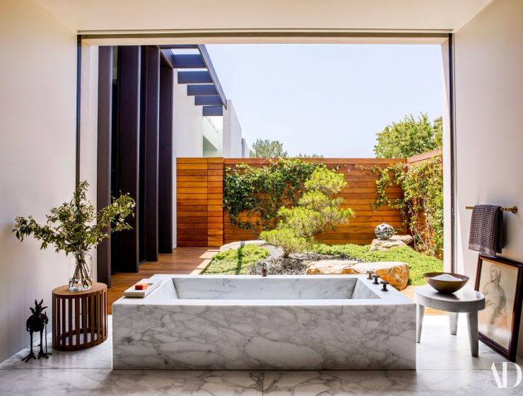 celebrity bathrooms celebrity bathrooms 5 Celebrity Bathrooms You Need To See celebrity homes 740x560