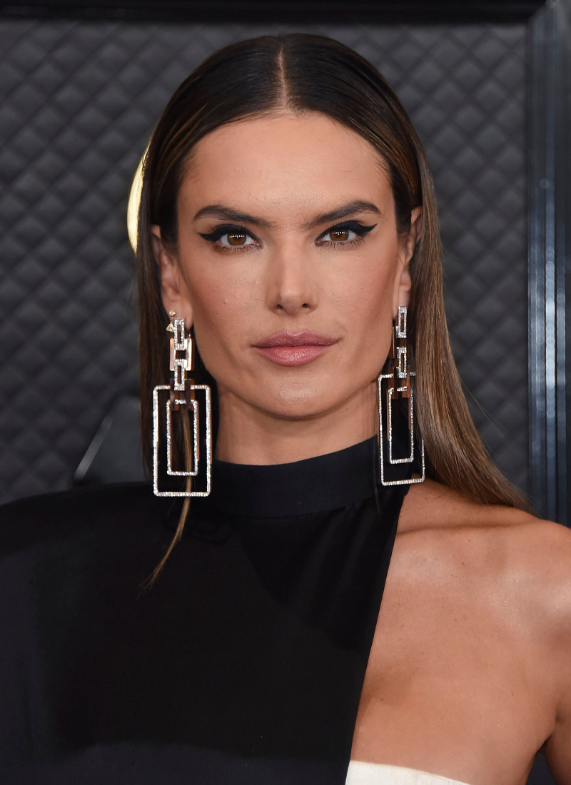 Grammy Awards 2020: Jewelry Trends grammy awards 2020: jewelry trends Grammy Awards 2020: Jewelry Trends Grammy Awards 2020 Best Bling Alessandra Ambrosio Slide