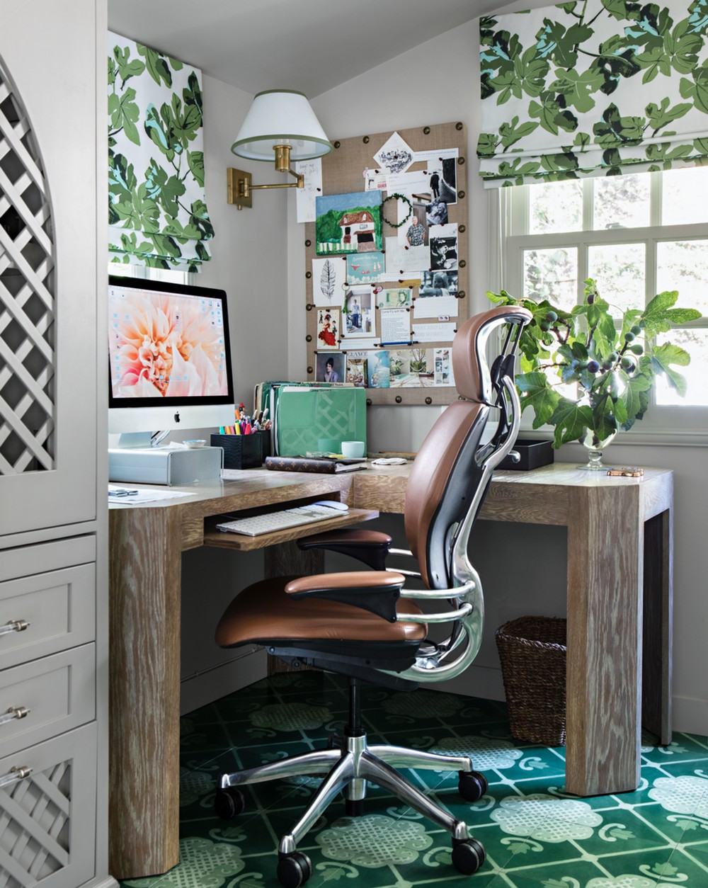 Boast Your Work Creativity by Upgrading Your Home Office Decoration 5 home office decoration Boost Your Work Creativity by Upgrading Your Home Office Decoration Boast Your Work Creativity by Upgrading Your Home Office Decoration 5