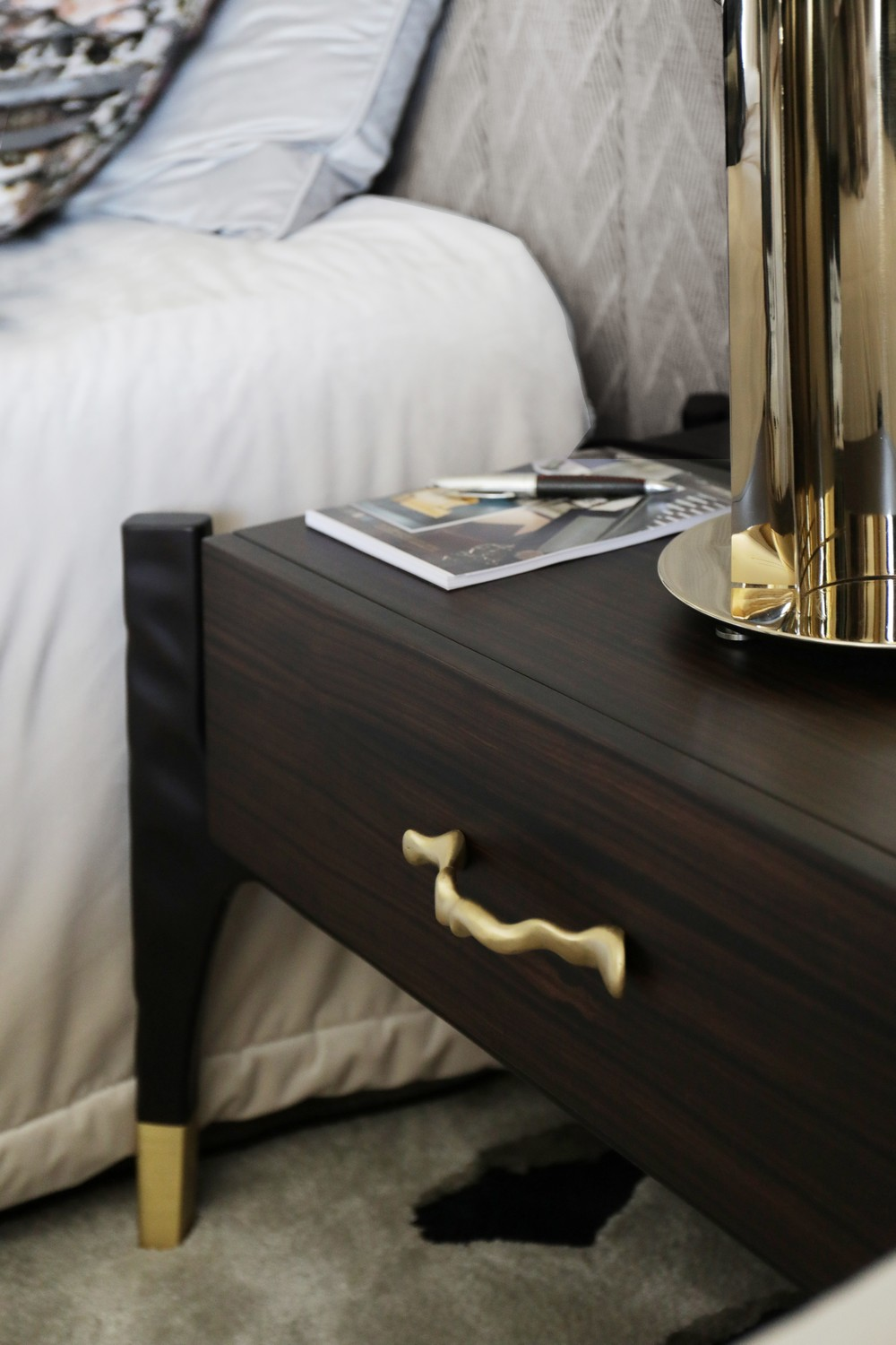 Luxury Nightstands How Highly Curated Drawer Handles Make a Change_6 luxury nightstands Luxury Nightstands: How Highly Curated Drawer Handles Make a Change Luxury Nightstands How Highly Curated Drawer Handles Make a Change 6