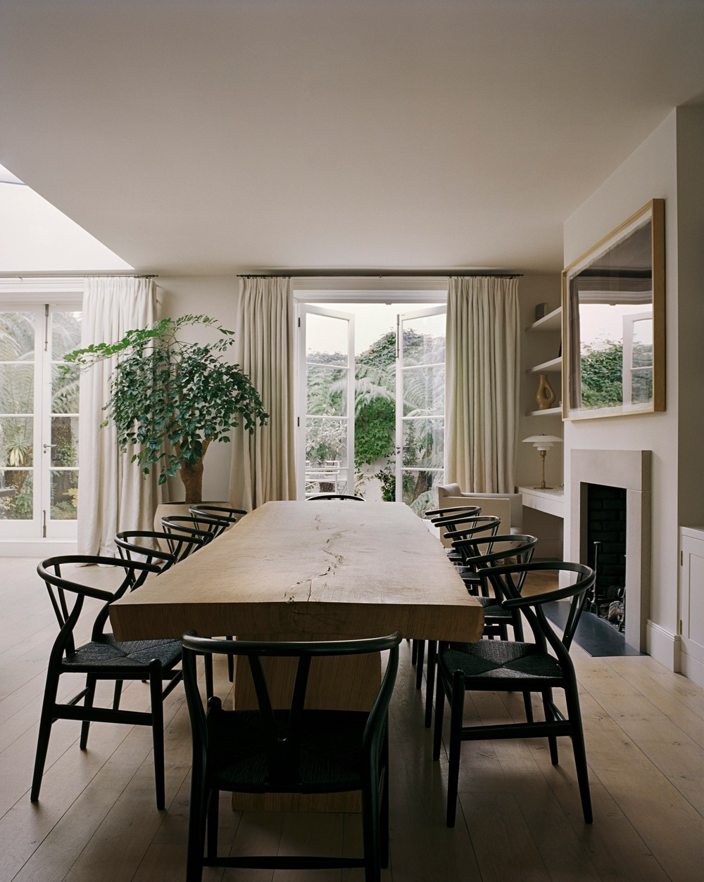 Interior Design See the Uncluttered & Refined Work of Rose Uniacke 4 interior design Interior Design: See the Uncluttered & Refined Work of Rose Uniacke Interior Design See the Uncluttered Refined Work of Rose Uniacke 4