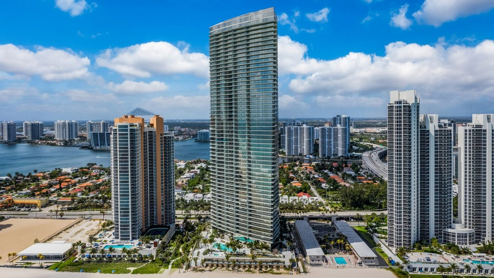 Luxury Residences The Grandiose the Armani-Casa Tower in Florida 9 luxury residences Luxury Residences: The Grandiose Armani/Casa Tower in Florida Luxury Residences The Grandiose the Armani Casa Tower in Florida 9
