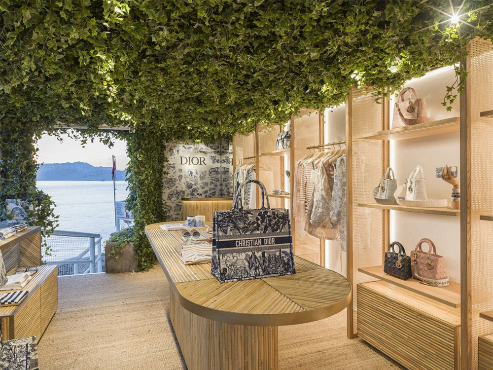 The Newest Dior Pop-Up Store is a Luxurious Bazaar for Fashion Lovers 3 dior pop-up store The Newest Dior Pop-Up Store is a Luxurious Bazaar for Fashion Lovers The Newest Dior Pop Up Store is a Luxurious Bazaar for Fashion Lovers 3