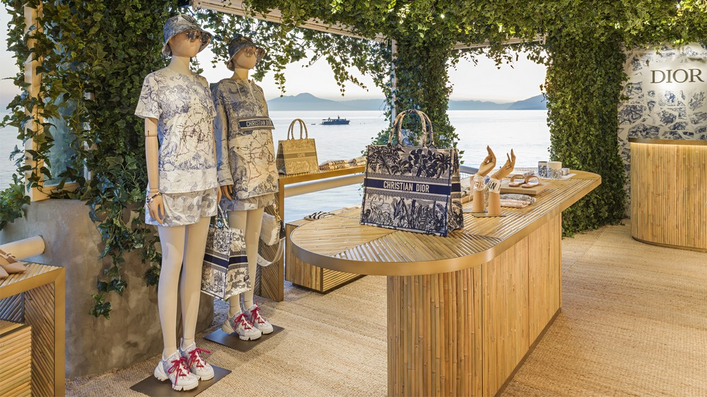 The Newest Dior Pop-Up Store is a Luxurious Bazaar for Fashion Lovers 6 dior pop-up store The Newest Dior Pop-Up Store is a Luxurious Bazaar for Fashion Lovers The Newest Dior Pop Up Store is a Luxurious Bazaar for Fashion Lovers 6