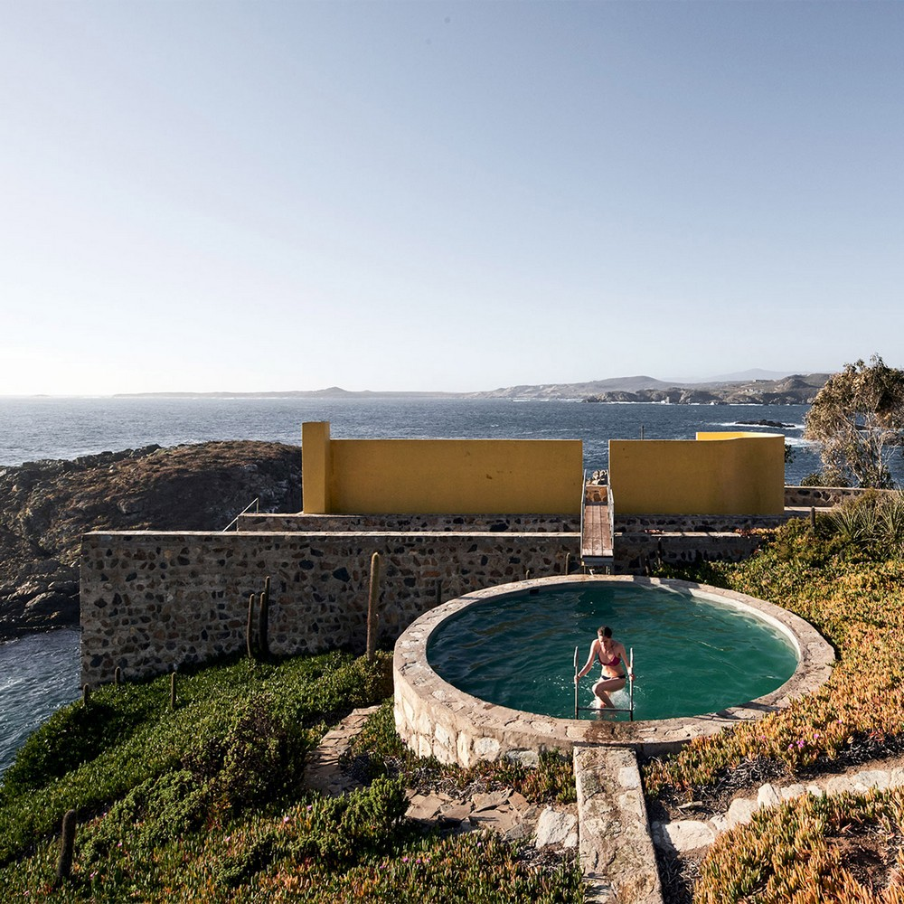 Outdoor Design Swimming Pools with Spectacular Architectural Details 3