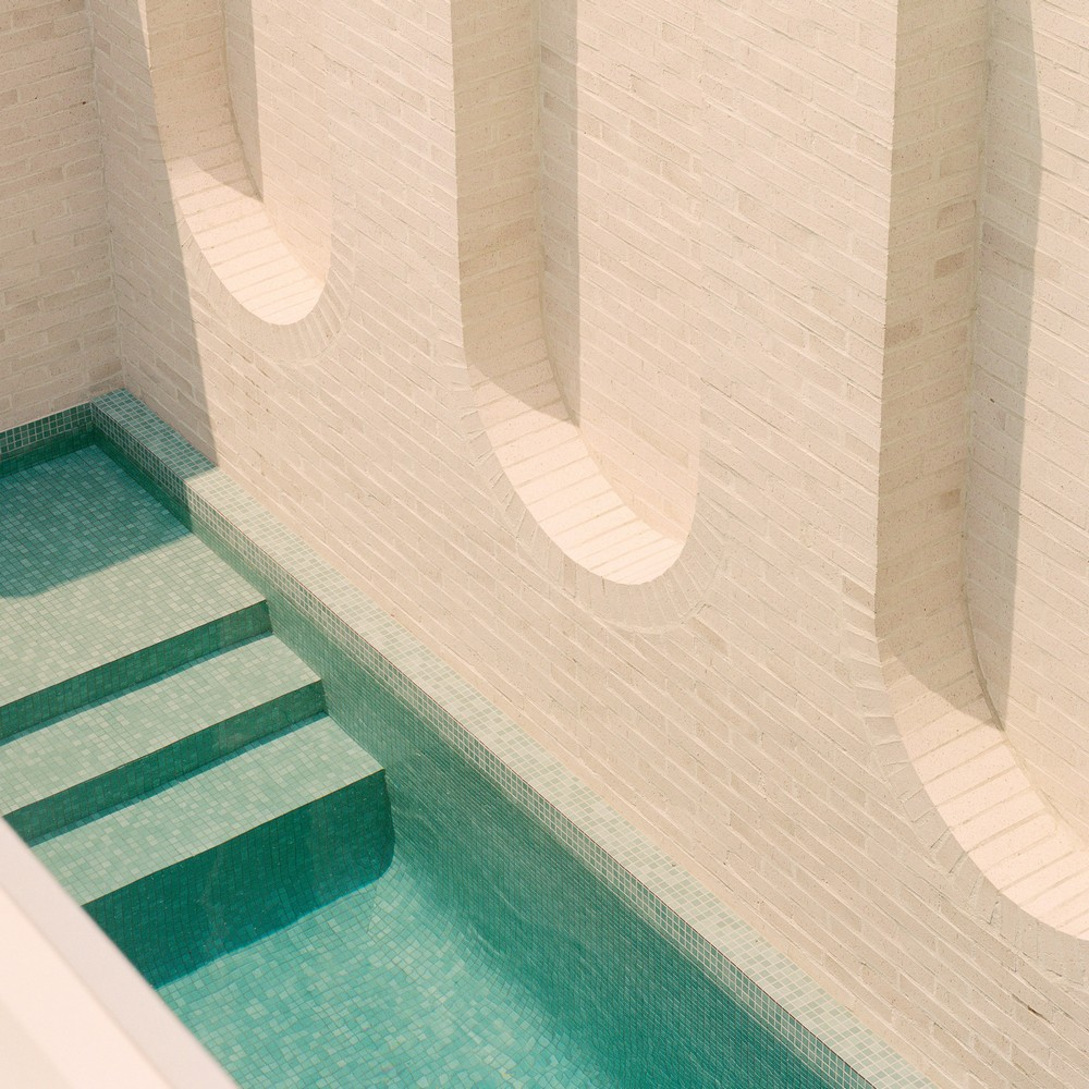 Outdoor Design Swimming Pools with Spectacular Architectural Details 5