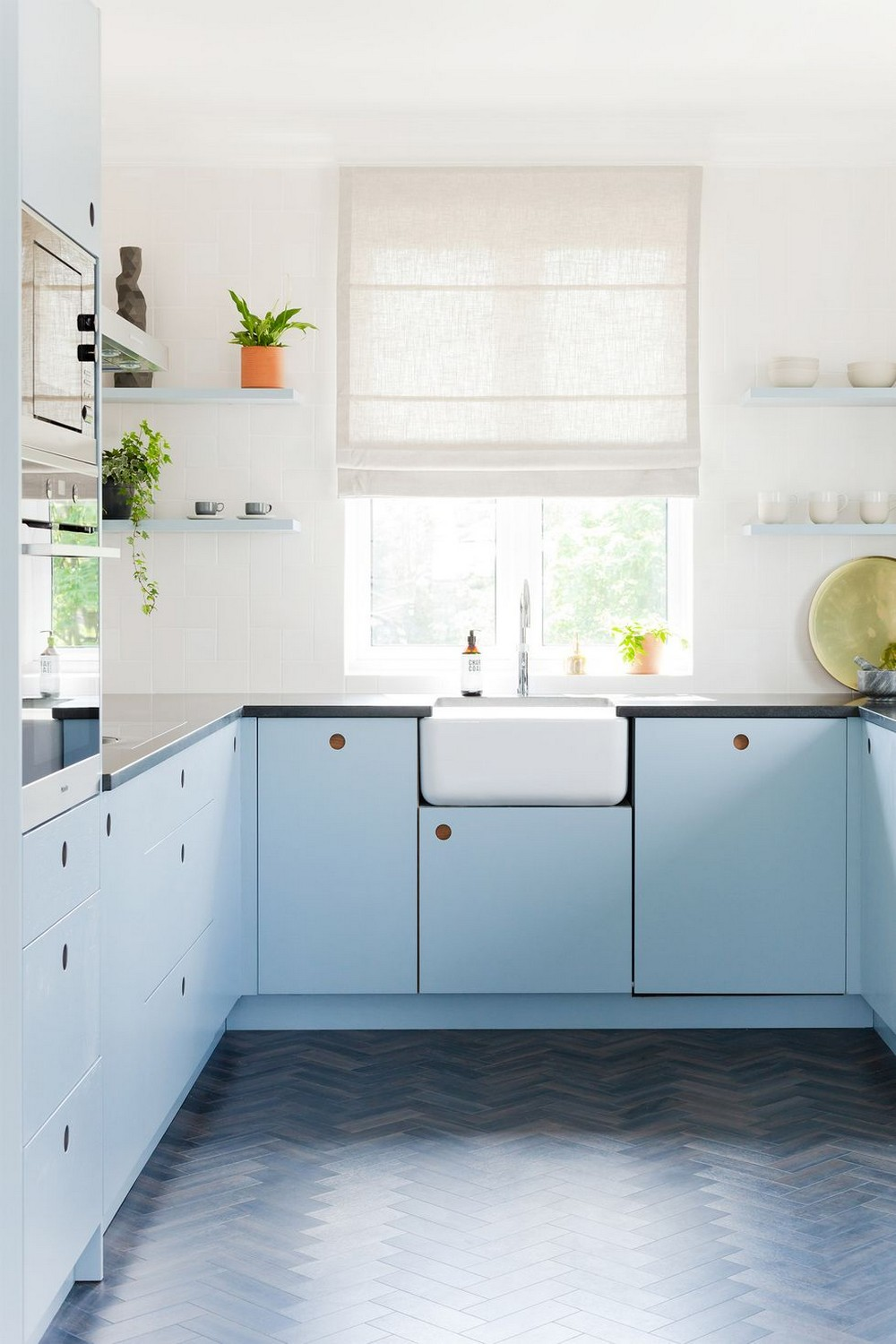 Fashion Your Luxury Kitchen with These Astounding Cabinet Paint Colors 1 luxury kitchen Fashion Your Luxury Kitchen with These Astounding Cabinet Paint Colors Fashion Your Luxury Kitchen with These Astounding Cabinet Paint Colors 1