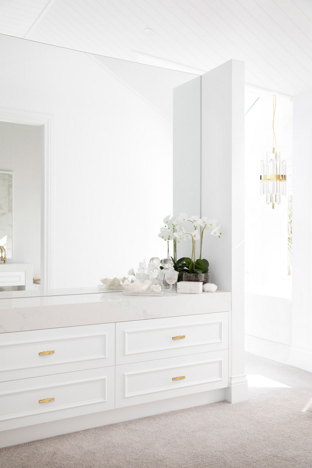 25 Drawer Handles to Modernize Your Furniture Designs 4